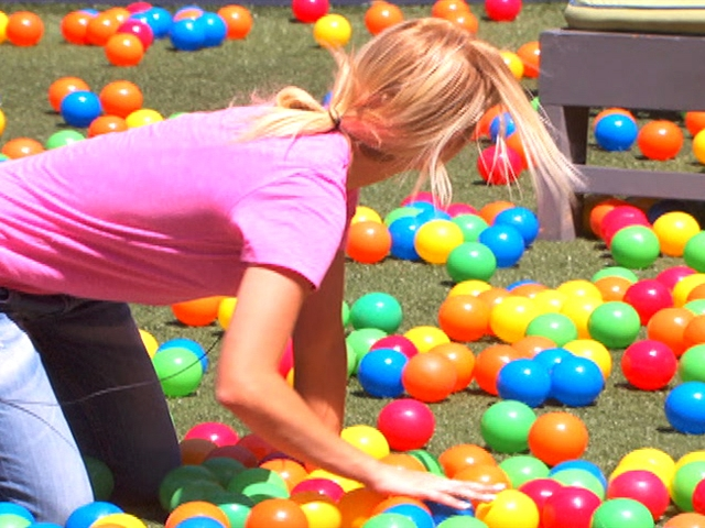 Big Brother - Feed Clip: Plastic Balls