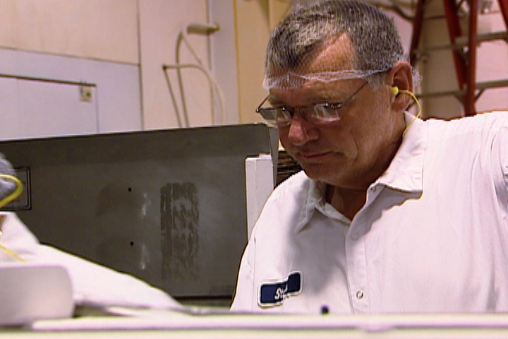 Undercover Boss - 'White Castle' Episode Preview