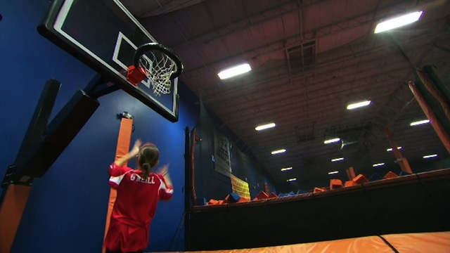 Undercover Boss - Deleted Scene: Slam Dunk Contest