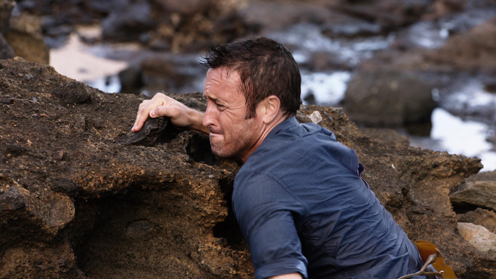 Watch Hawaii Five-0 Season 7 Episode 4: Hu a'e ke ahi lanakila a Kamaile -  Full show on CBS All Access