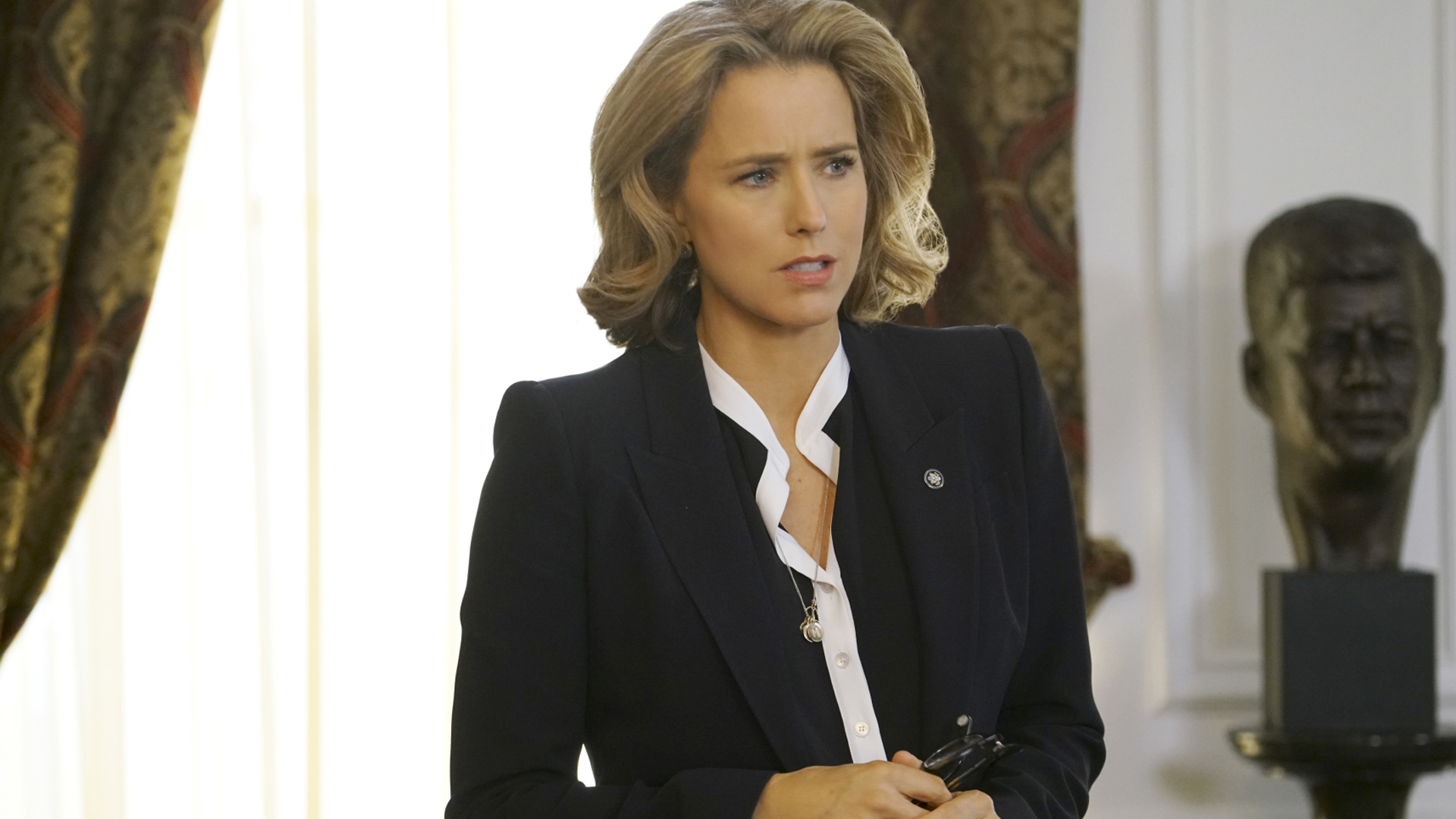 Watch Madam Secretary Season 2 Episode 21: Connection Lost - Full show on  CBS All Access