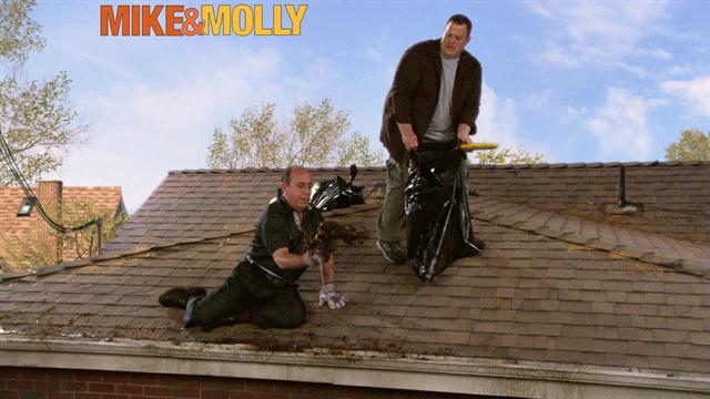Mike &amp; Molly - Cleaning Time