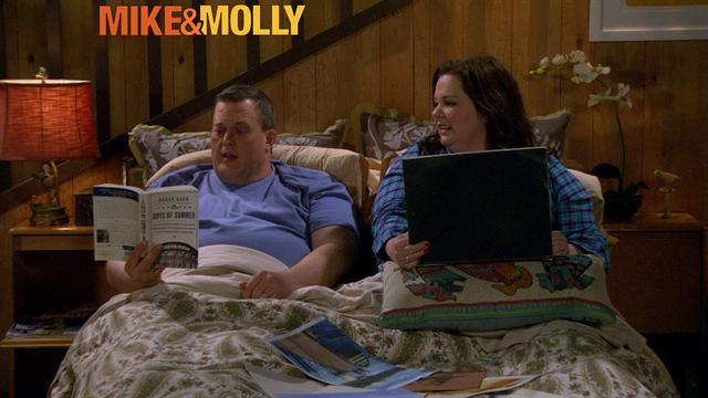 Mike &amp; Molly - My Eyes Are Fine