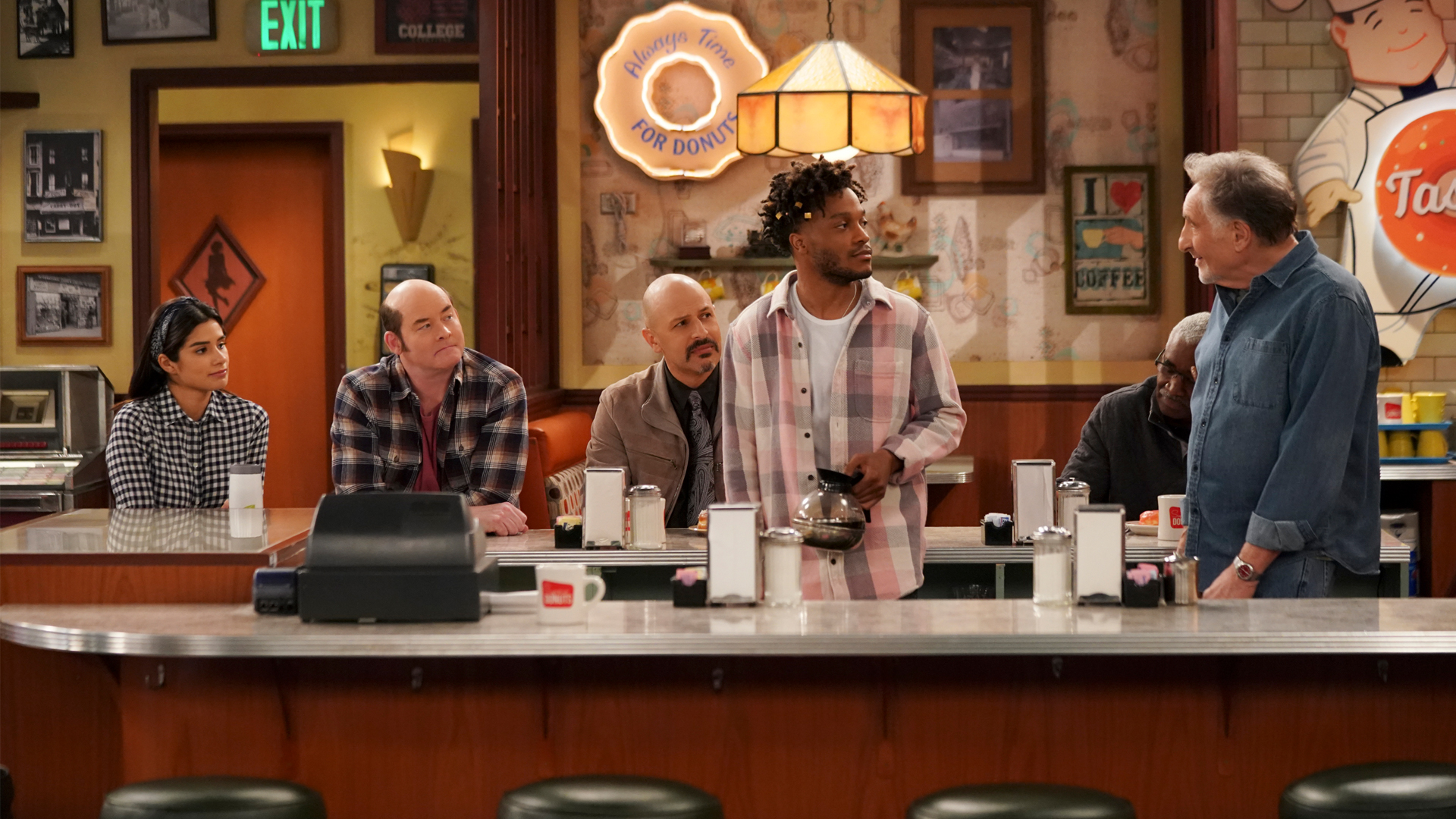Watch Superior Donuts Season 2 Episode 18: Pedal to the Meddle - Full show  on CBS All Access