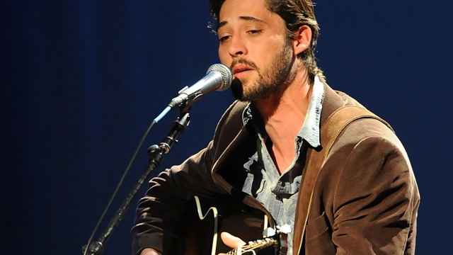 Ryan Bingham performs