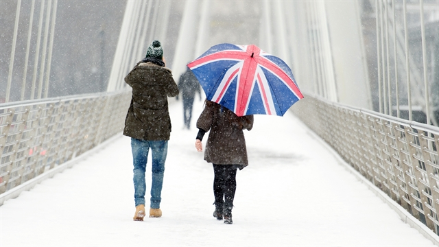 World: Snowstorm shutting down Britain