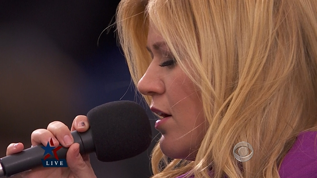 Politics: Kelly Clarkson sings