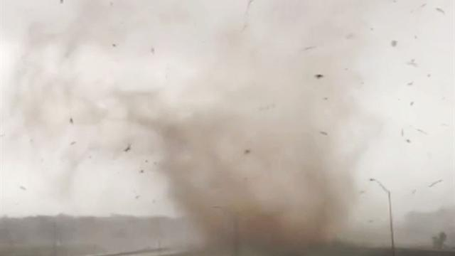 U.s.: Watch: Tornado touches down on Route 66