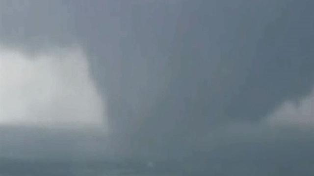 U.s.: Watch: Aerials of tornado in Wellston, Okla.