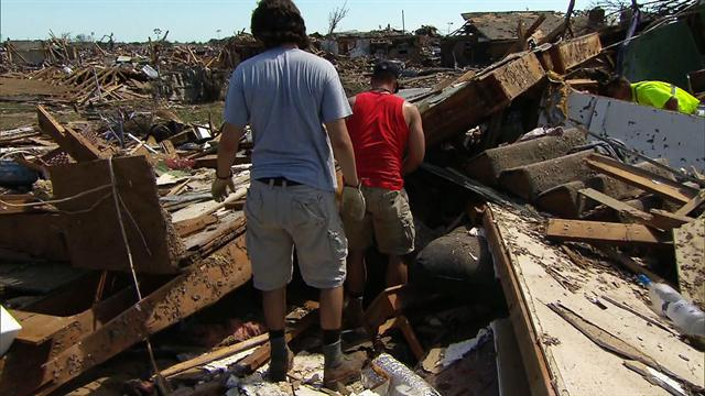 CBS Evening News: Residents return to tornado-ravaged neighborhoods