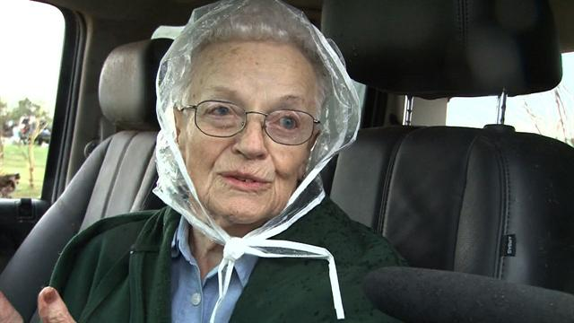 CBS Evening News Extras: 94-year-old opened storm shelter to neighbors as tornado approached