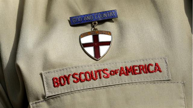 CBS Evening News: Boy Scout leaders vote to lift ban on gay members