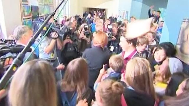 Sandwich thrown at Australian PM during school visit