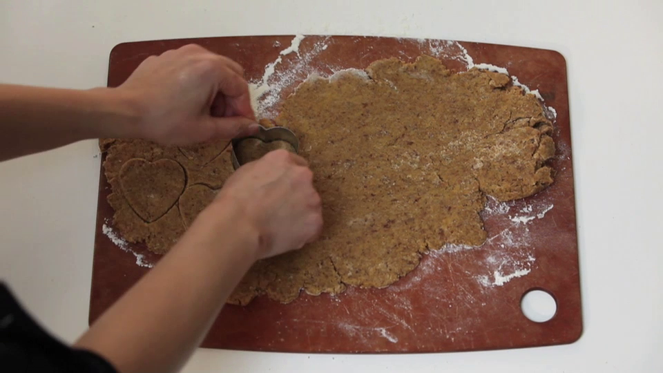 Make your own Spice Pumpkin Flax Teething Biscuits from GROWING UP GOURMET