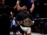 Alvarez defeats Dos Anjos to win lightweight title