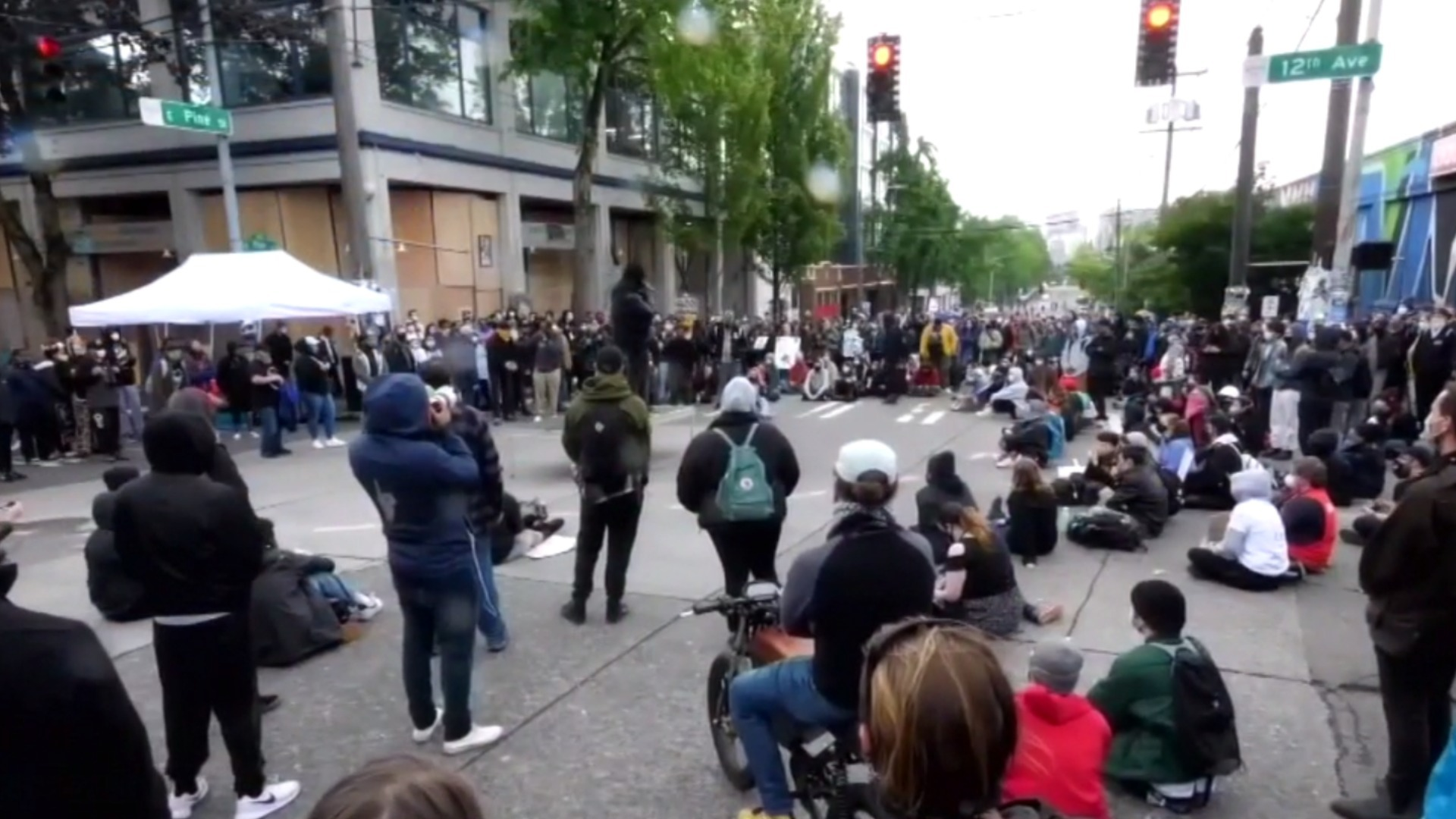 Watch Cbs This Morning Seattle Protesters Create Cop Free Zone Full Show On Cbs All Access