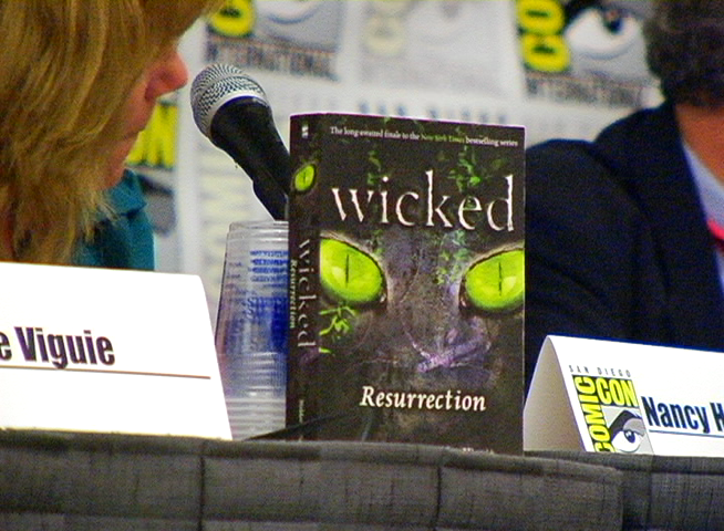 Introducing WICKED authors Nancy Holder and Debbie Viguie