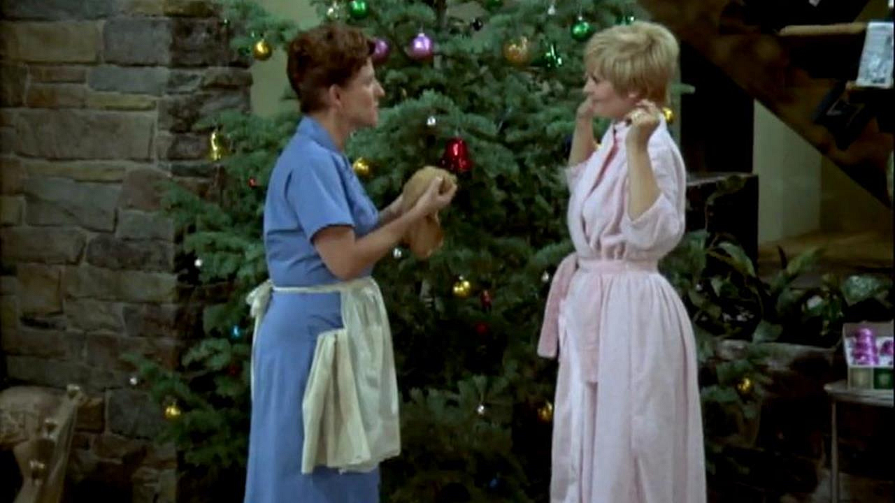 Watch The Brady Bunch Season 1 Episode 12: The Voice of Christmas ...