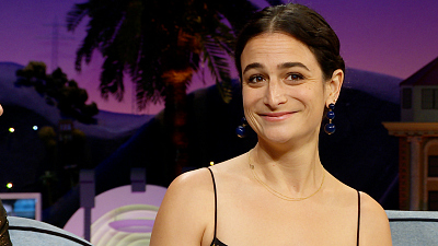 The Late Late Show with James Corden - Jenny Slate's Airplane Banh Mi Met Its Match