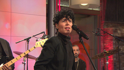 "CBS This Morning - Emily King performs ""Can't Hold Me"""