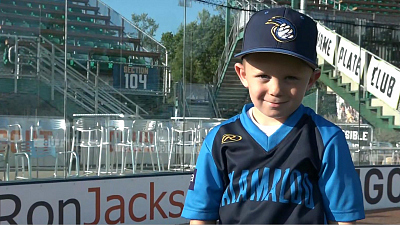 CBS This Morning - Baseball's 6-year-old sensation, Coach Drake