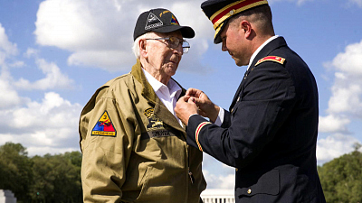 CBS This Morning - WWII hero honored in surprise ceremony