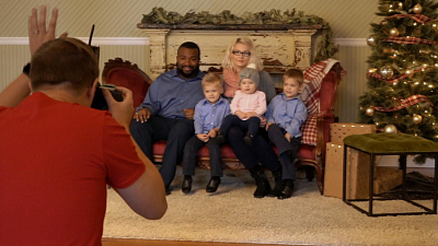 CBS This Morning - Free Christmas photo sessions for families