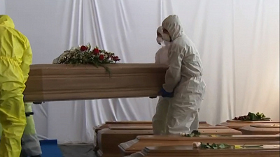 CBS This Morning - Italy struggles to bury virus victims