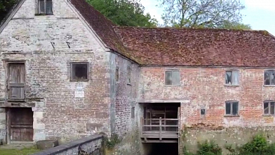 CBS This Morning - Centuries-old mill helps bakers amid lockdown