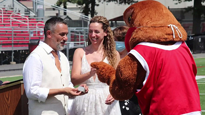 CBS This Morning - Reunited college homecoming duo ties the knot