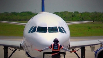 CBS This Morning - Thousands of airline workers lose their jobs