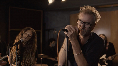 "CBS This Morning: Saturday - Matt Berninger performs ""Collar of Your Shirt"""