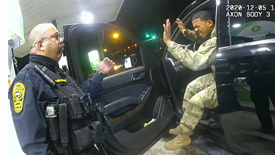 CBS This Morning - Army lieutenant sues police over traffic stop