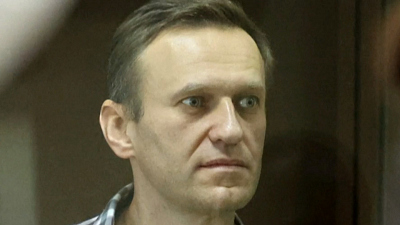 CBS This Morning - Kremlin critic Alexei Navalny gravely ill